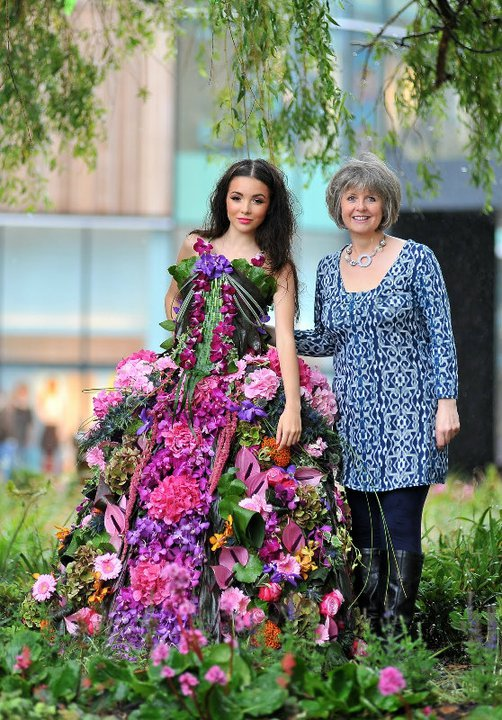 Floral Fashion - Dresses Made From Flowers - Girly Design Blog