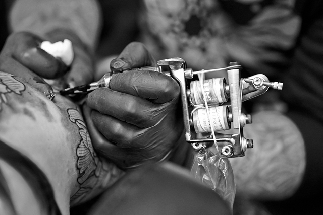 4 methods of tattooing from history girly design blog for Best tattoo artists in nyc 2017